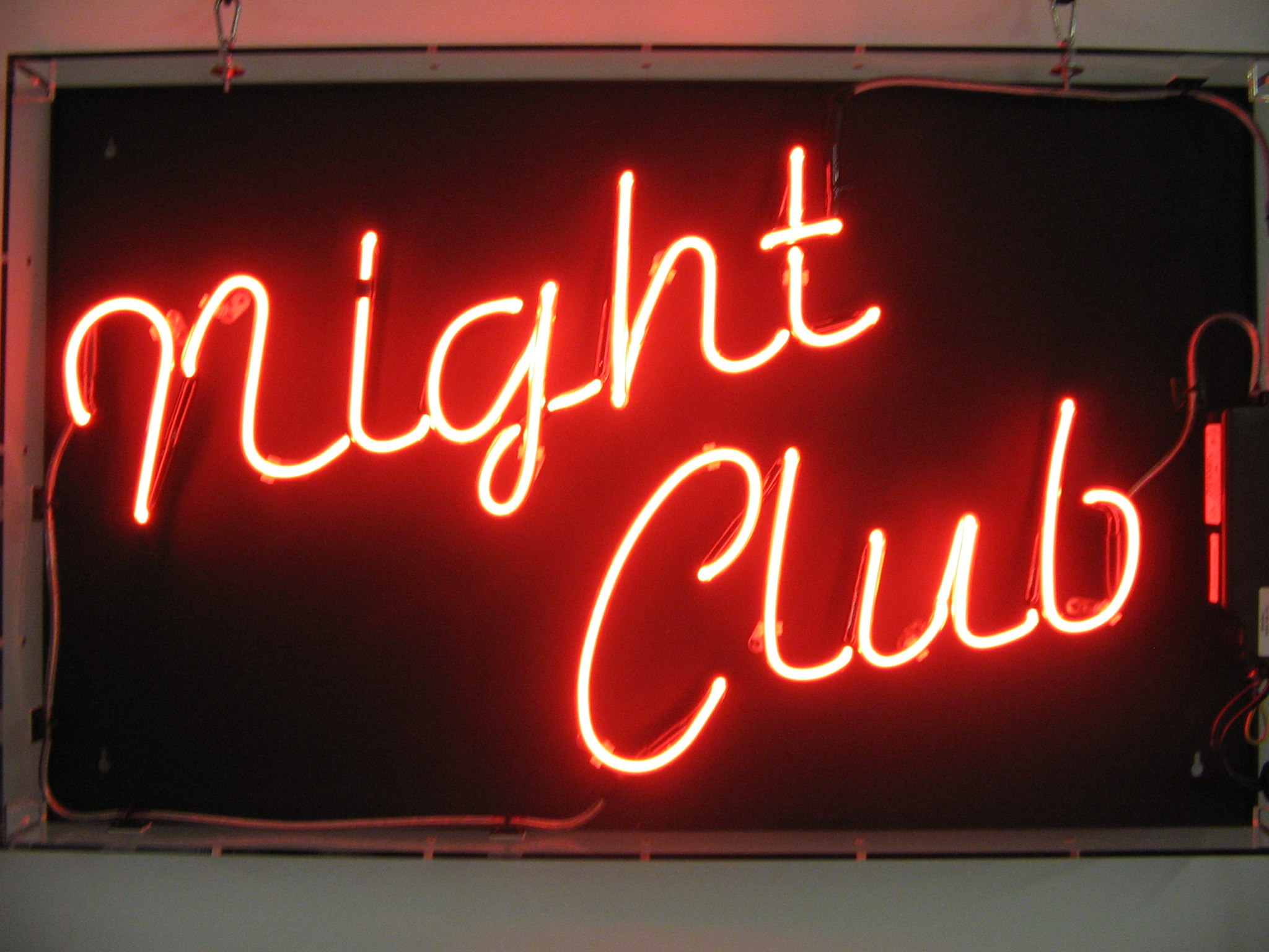 35_NIGHT_CLUB_1_Neon_Hire_Sign